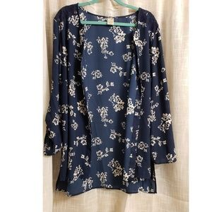 Size 2 x button up top or use as a kimono!!